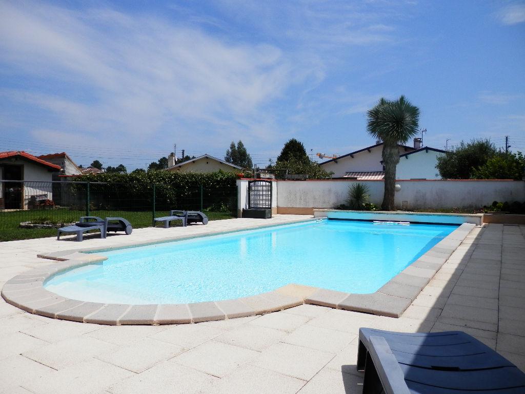 Villa + T2 indépendant, piscine, secteur prisé.